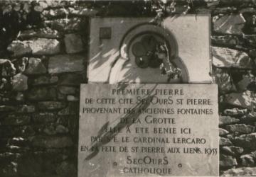 1ère pierre de la création de la Cité Saint-Pierre de Lourdes le 1er août 1955