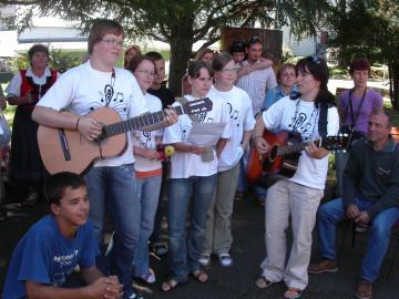 accueil et animation par des jeunes à la Cité Saint-Pierre à Lourdes