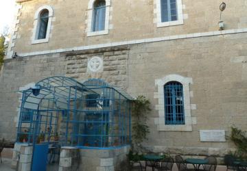 La Maison d'Abraham du Secours Catholique-Caritas France accueille, depuis 1964, des pèlerins ne pouvant se rendre à l'hôtel.