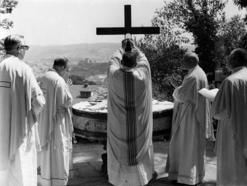 Nouvel autel de la cathédrale en plein air à la Cité Saint-Pierre à Lourdes