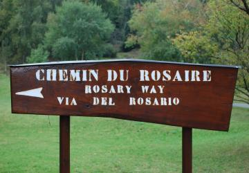 vers le chemin du rosaire à la Cité Saint-Pierre à Lourdes