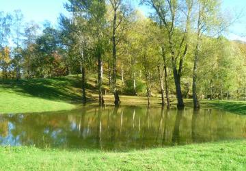 Gros travail que de prendre soin des espaces verts de la Cité Saint-Pierre de Lourdes !