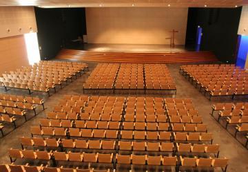 Salle Padre Pio construite en 2005 à la Cité Saint-Pierre à Lourdes
