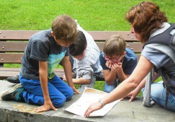 un groupe de collégiens en journée temps fort vers la profession de foi, à la Cité Saint-Pierre à Lourdes en juin 2015