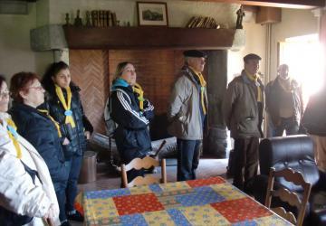 avril 2012, groupe du Voyage de l'Espérance de Toulouse, à la Cité Saint-Pierre à Lourdes sur les pas de Jean Rodhain, ici au Castel