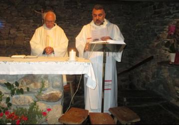 Youssef Soueil célébrant à la chapelle Sainte Bernadette