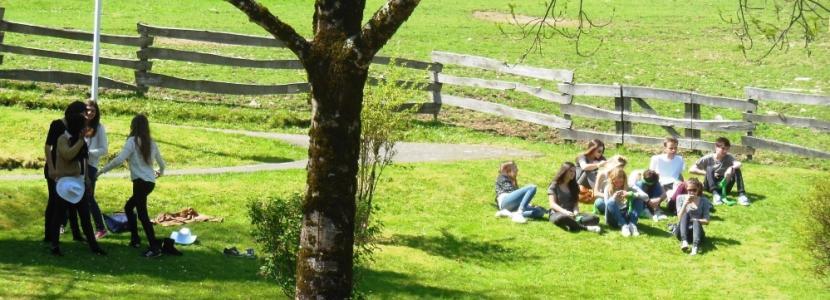 des jeunes du frat' Ile de France à la Cité Saint-Pierre à Lourdes en avril 2014