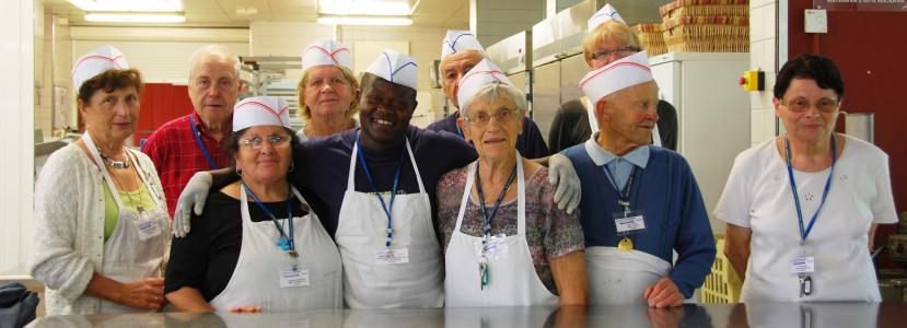 C'est dans la bonne humeur que se vit le service restaurant en équipe à la Cité Saint-Pierre à Lourdes !