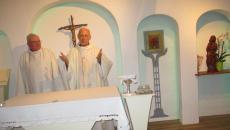 Jacques célébrant la messe